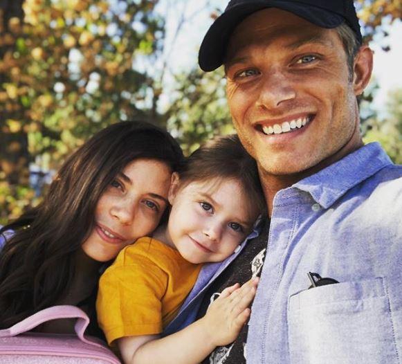 クリス・カーマック妻と娘